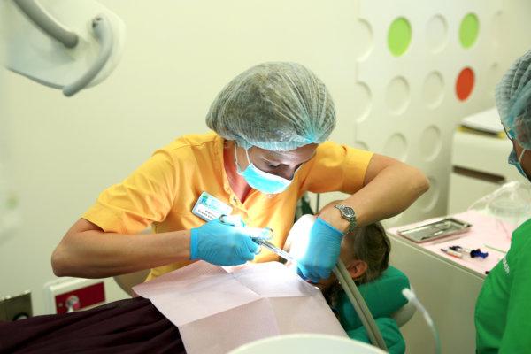 Главный врач CrocoDent Нефедова рассказала изданию STARTSMILE про все особенности лечения зубов у детей