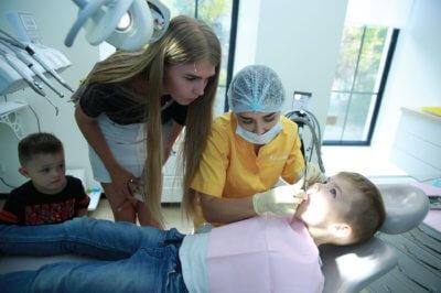 чистим зубы детям правильно